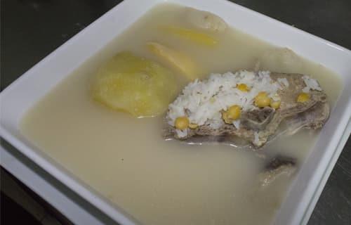 Caldo blanco de lomos en Lima
