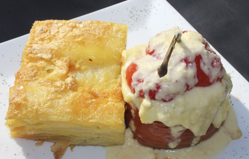 Rocoto relleno con pastel de papa la molina