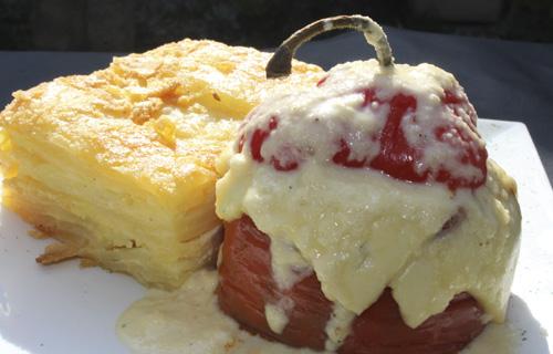 Rocoto relleno con pastel de papa Lima